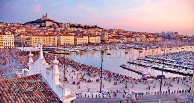 Le vieux port de Marseille sous un Ciel Rose